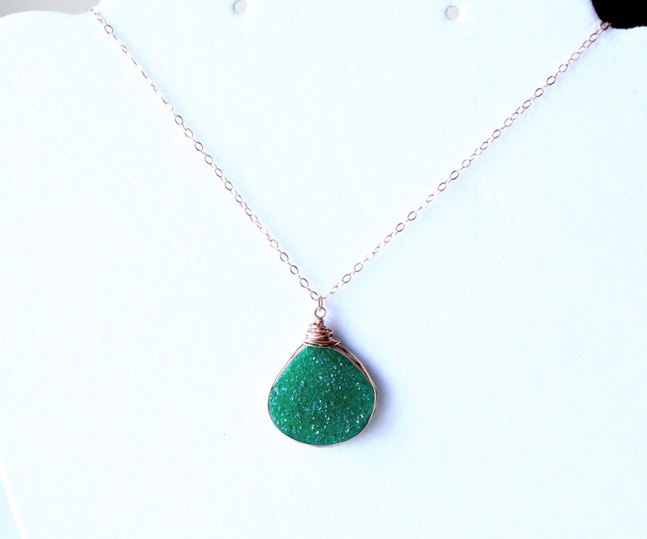 Popular Rose gold necklace. Emerald green Agate pendant. | EverywhereUR MH37